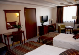 http://hotellooking.com/?lang=bg&page=hotel&id=actor_hotel_budapest____