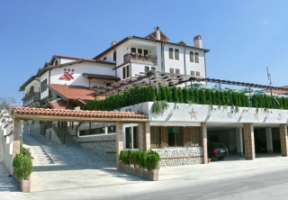 http://hotellooking.com/?lang=ru&page=hotel&id=adjev_han_family_hotel