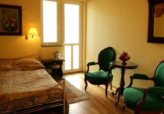 http://hotellooking.com/?lang=hu&page=hotel&id=allegro_hotel_-_tihany_centrum
