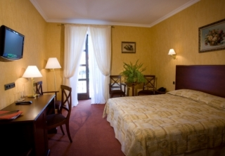 http://hotellooking.com/?page=hotel&id=amadeus_club