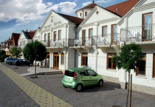 http://hotellooking.com/?lang=bg&page=hotel&id=ametiszt_hotel_hark
