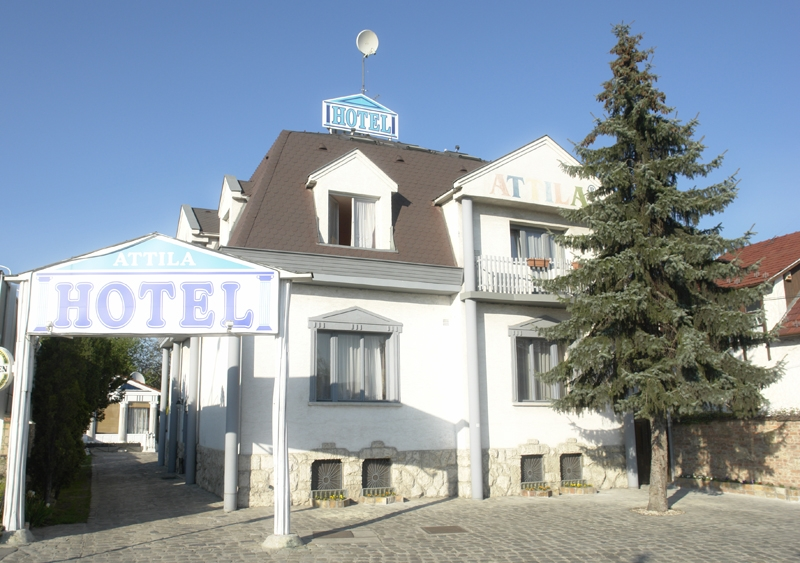 http://hotellooking.com/?lang=hu&page=hotel&id=attila_hotel___
