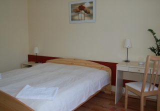 http://hotellooking.com/?lang=bg&page=hotel&id=bb_hotel_budapest