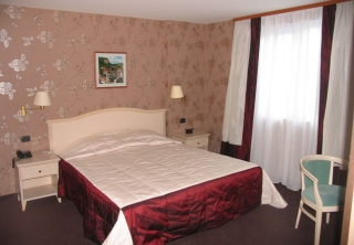 http://hotellooking.com/?lang=ru&page=hotel&id=best_westrn_citi_hotel