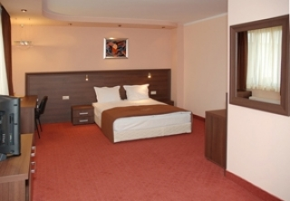 http://hotellooking.com/?page=hotel&id=bissnes_hotel_plovdiv