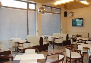 http://hotellooking.com/?lang=en&page=hotel&id=bissnes_hotel_plovdiv