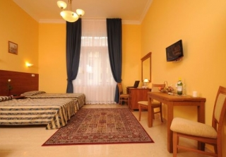 http://hotellooking.com/?page=hotel&id=budapest_panorama_central