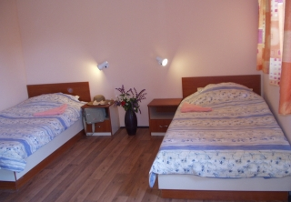http://hotellooking.com/?lang=bg&page=hotel&id=camping_zora