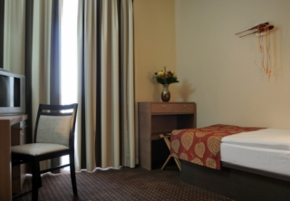 http://hotellooking.com/?lang=bg&page=hotel&id=casa_perla_konferencia_