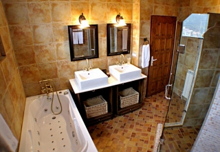 http://hotellooking.com/?lang=bg&page=hotel&id=castle_cottage
