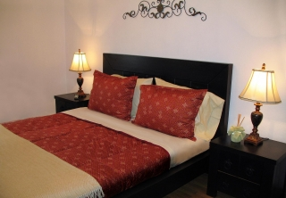 http://hotellooking.com/?lang=en&page=hotel&id=castle_cottage