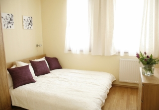 http://hotellooking.com/?lang=de&page=hotel&id=central_passage_apartments