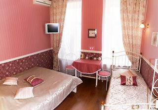http://hotellooking.com/?lang=en&page=hotel&id=comfort_on_chekhova
