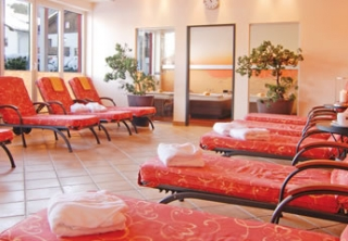 http://hotellooking.com/?lang=hu&page=hotel&id=das_hotel_eden_seefeld