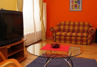 http://hotellooking.com/?lang=bg&page=hotel&id=elite_apartments_budapest