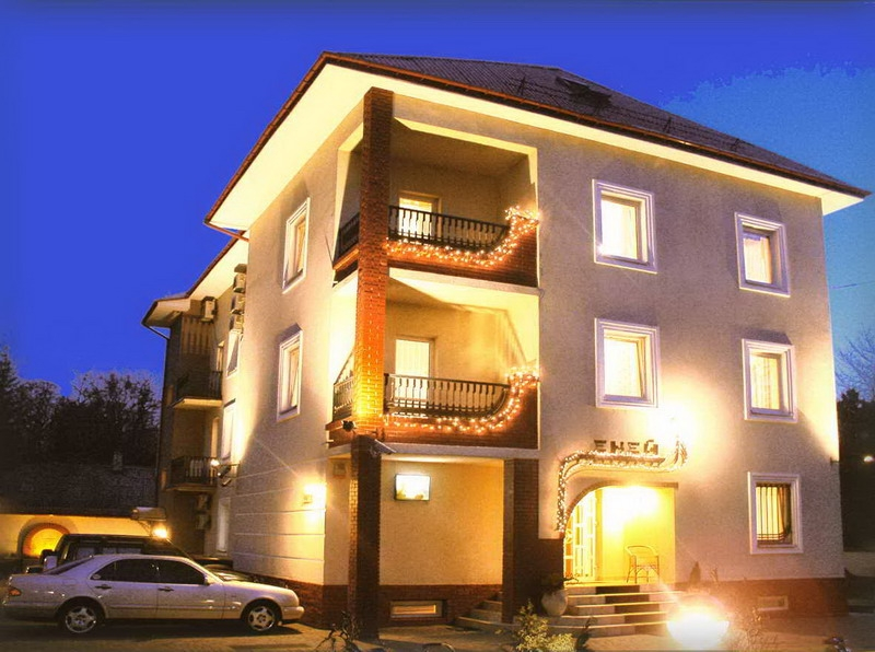 http://hotellooking.com/?lang=bg&page=hotel&id=eney_hotel