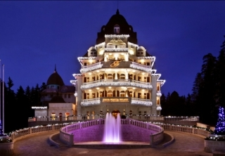 http://hotellooking.com/?lang=en&page=hotel&id=festa_winter_palace
