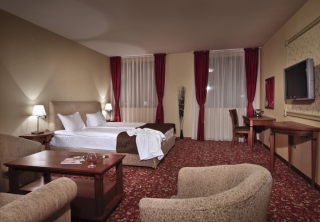 http://hotellooking.com/?lang=ru&page=hotel&id=florimont_hotel___casino___spa