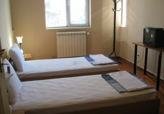 http://hotellooking.com/?page=hotel&id=galiani_hostel