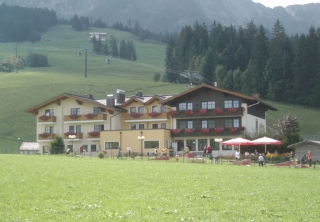 http://hotellooking.com/?lang=hu&page=hotel&id=gasthaus_landhotel_traunstein