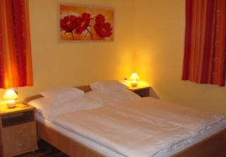 http://hotellooking.com/?lang=ru&page=hotel&id=gibraltar_vendeghaz