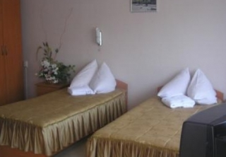 http://hotellooking.com/?lang=hu&page=hotel&id=golosiyvsky