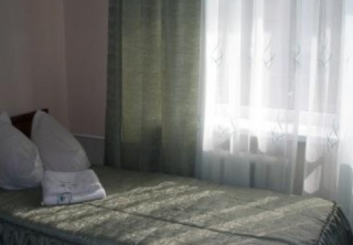 http://hotellooking.com/?lang=ru&page=hotel&id=golosiyvsky