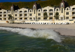 http://hotellooking.com/?lang=en&page=hotel&id=grand-pettine_hotel