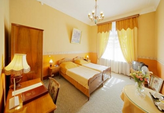 http://hotellooking.com/?lang=hu&page=hotel&id=historical_hotel_sovietsky
