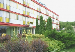 http://hotellooking.com/?lang=bg&page=hotel&id=hostel_touring_siofok_