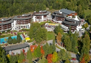 http://hotellooking.com/?lang=ru&page=hotel&id=hotel_alpenk