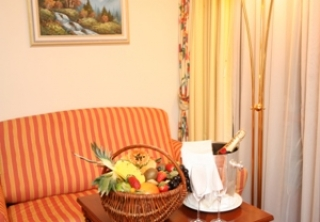 http://hotellooking.com/?lang=bg&page=hotel&id=hotel_alpenk