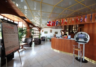 http://hotellooking.com/?lang=ru&page=hotel&id=hotel_amadeus