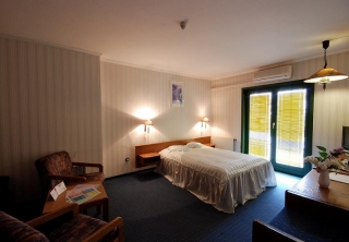 http://hotellooking.com/?lang=hu&page=hotel&id=hotel_amadeus