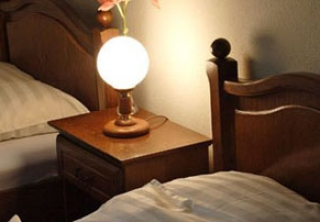 http://hotellooking.com/?lang=ru&page=hotel&id=hotel_central_es_etterem_nyiregyhaza