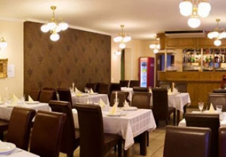 http://hotellooking.com/?lang=bg&page=hotel&id=hotel_central_es_etterem_nyiregyhaza