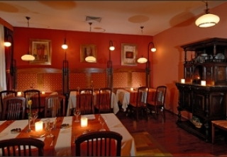 http://hotellooking.com/?lang=en&page=hotel&id=hotel_charles