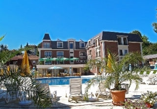 http://hotellooking.com/?page=hotel&id=hotel_chateau_montagne_