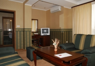 http://hotellooking.com/?lang=en&page=hotel&id=hotel_chateau_montagne_