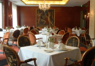 http://hotellooking.com/?lang=en&page=hotel&id=hotel_divinus_____