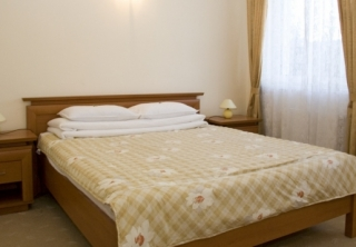 http://hotellooking.com/?lang=ru&page=hotel&id=hotel_ferihegy