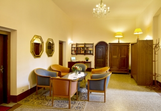 http://hotellooking.com/?lang=bg&page=hotel&id=hotel_gisela