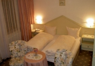http://hotellooking.com/?page=hotel&id=hotel_hubertus