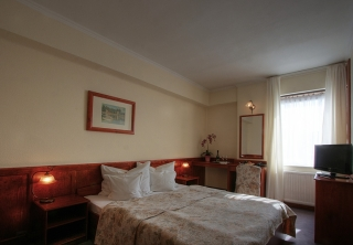 http://hotellooking.com/?page=hotel&id=hotel_irottko