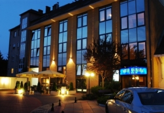 http://hotellooking.com/?lang=bg&page=hotel&id=hotel_kalvaria