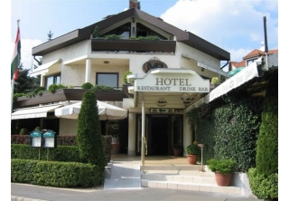http://hotellooking.com/?lang=en&page=hotel&id=hotel_molnar____