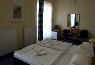 http://hotellooking.com/?lang=en&page=hotel&id=hotel_papillon