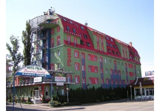http://hotellooking.com/?lang=ru&page=hotel&id=hotel_polus