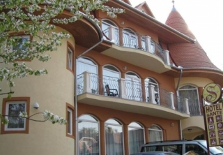 http://hotellooking.com/?lang=en&page=hotel&id=hotel_sante____