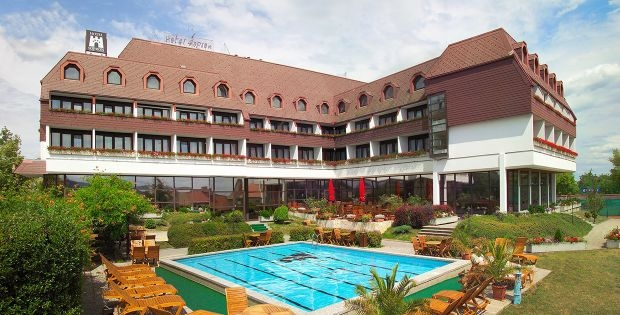 http://hotellooking.com/?lang=de&page=hotel&id=hotel_sopron